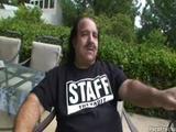 Ron Jeremy neukt een tiener sletje.
