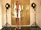 Mature pornoslet doet een geile solosex shoot
