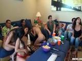 Het saaie feestje wordt een geile orgy