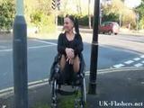 Ze mag dan wel in een rolstoel zitten,maar nog steeds kinky en geil