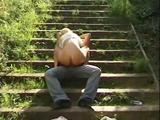 Blond amateur sletje maakt sex video in de buitenlucht...