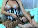 Meerdere keren krijgt ze een spuitend orgasme