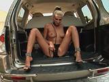 Geile blonde sex slavin bevredigd haar onverzadigbare k...